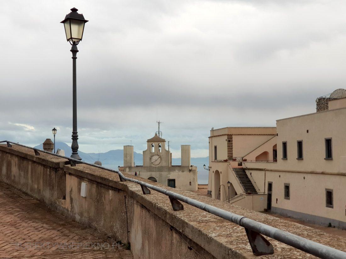 Czy warto odwiedzić zamk Sant'Elmo Neapol