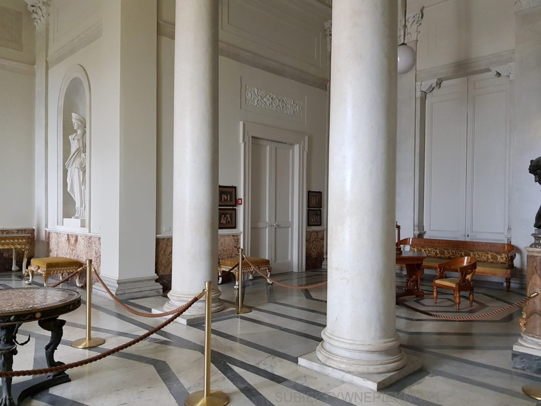 Neapol Włochy - Pałac Królewski w Neapolu. Palazzo Reale di Napoli wnętrze