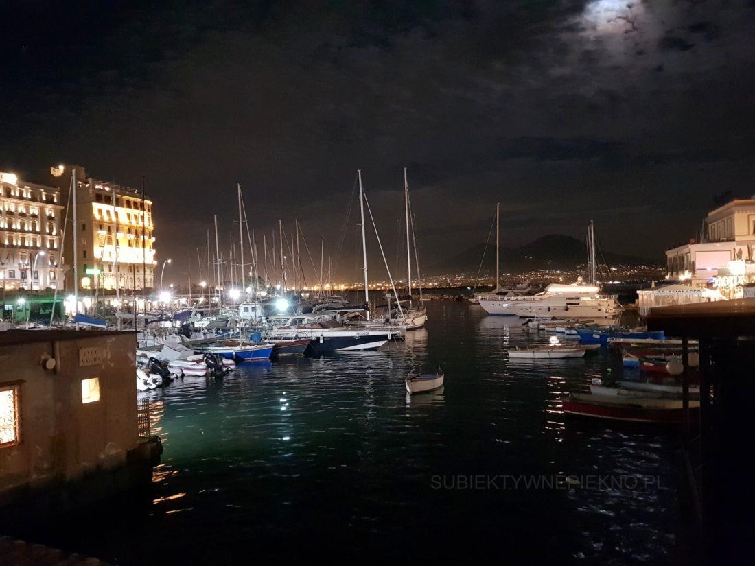 Neapol Włochy nocą