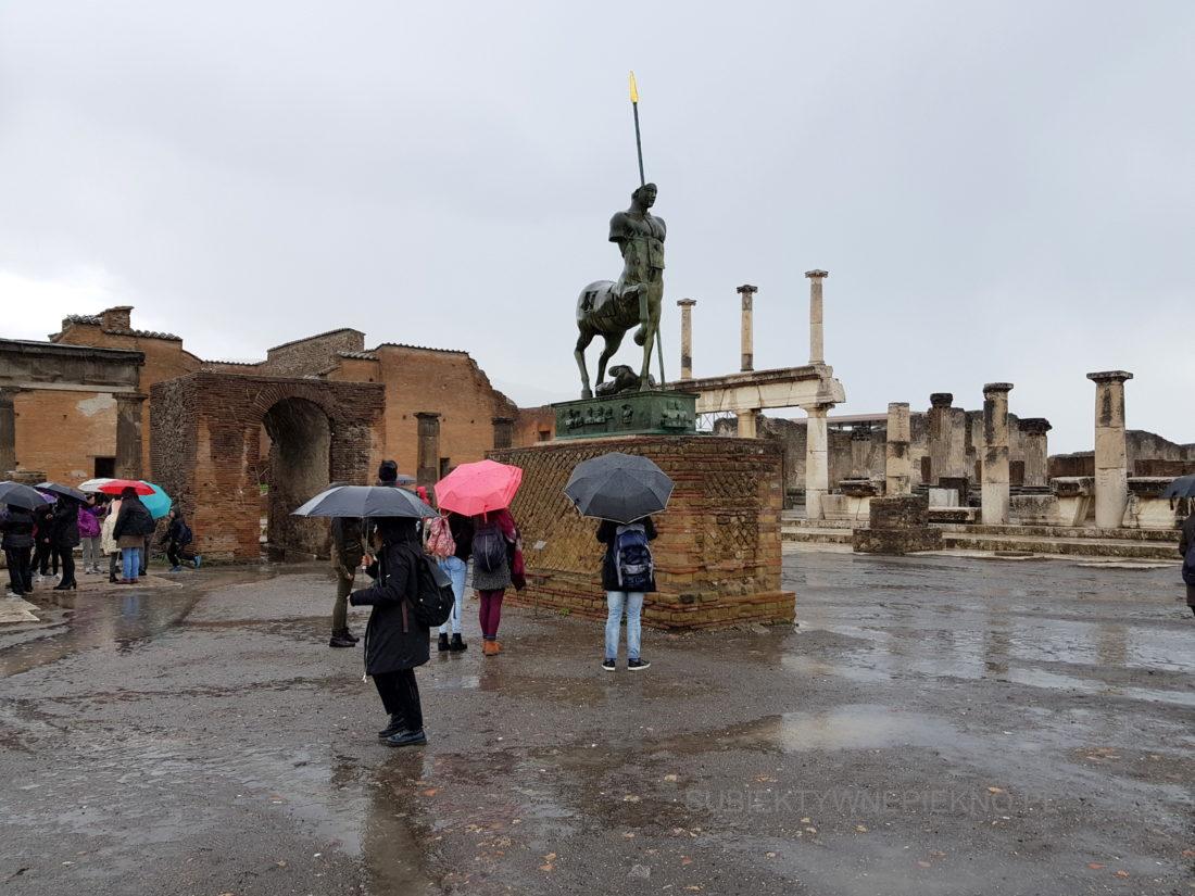 Pompeje koło Neapolu. Zwiedzanie ruin starożytnego miasta pomnik