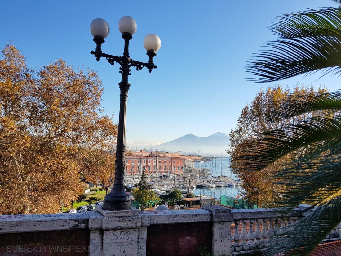 Wezuwiusz czuwa nad Neapolem
