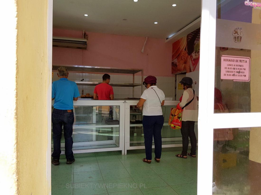 Kuba Sancti Spiritus - puste półki w sklepie, piekarnia