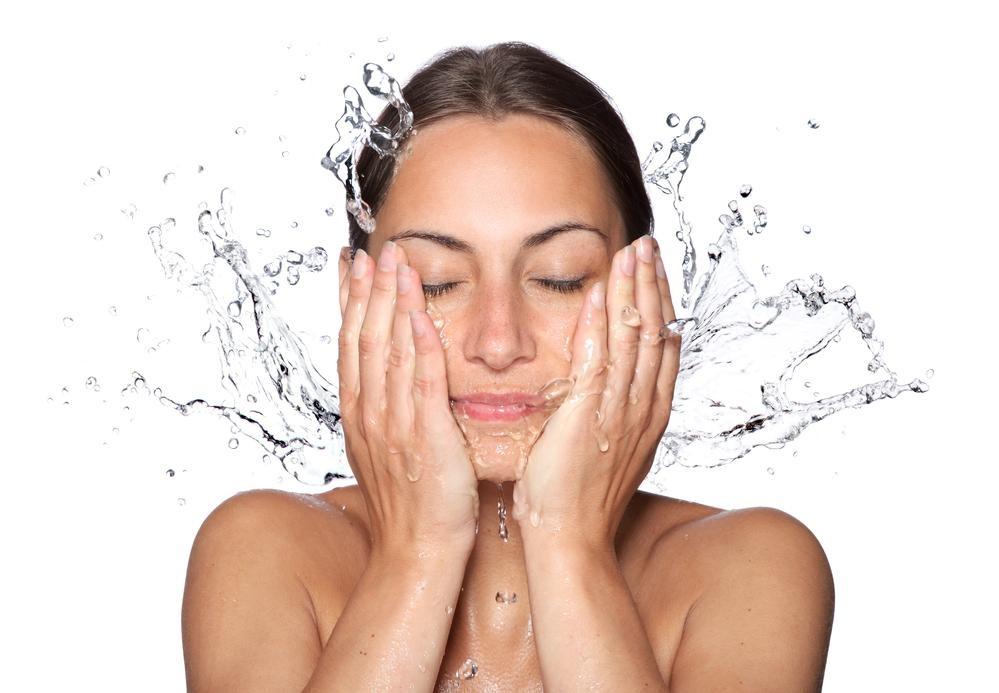 Prawidłowe mycie twarzy podstawą w pielęgnacji