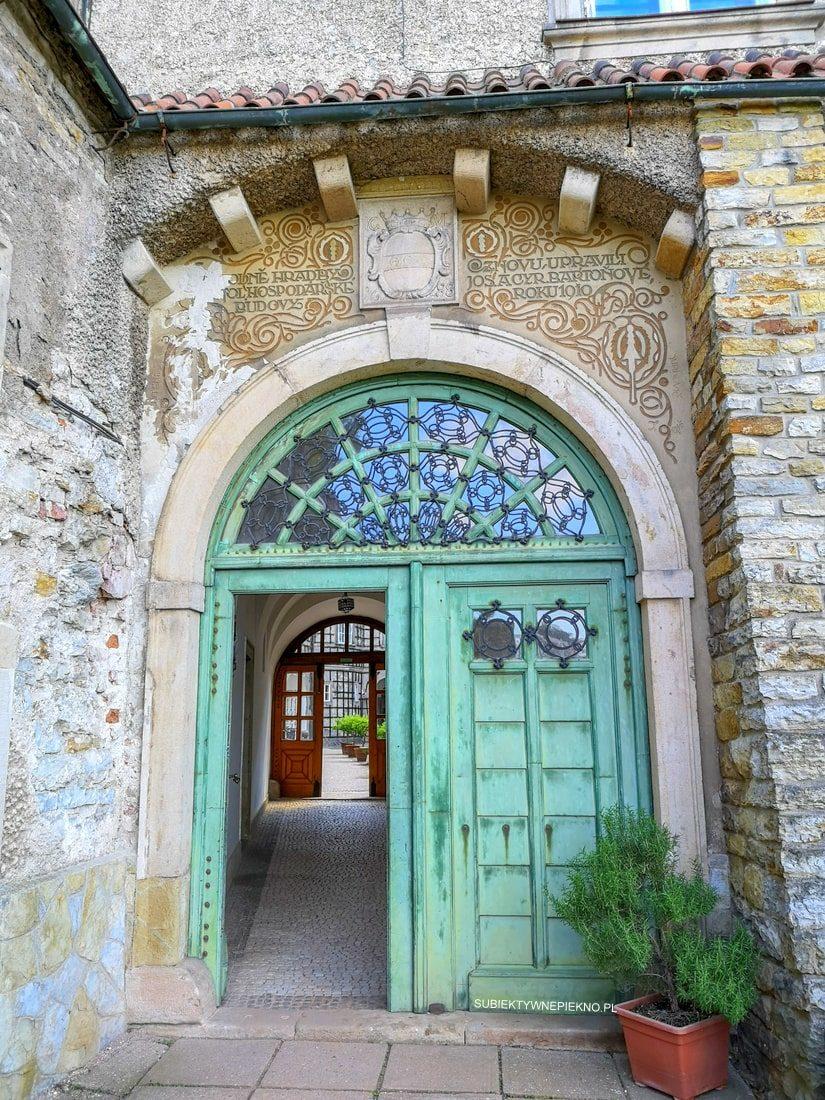 Nowe miasto nad Metują atrakcje, zamek