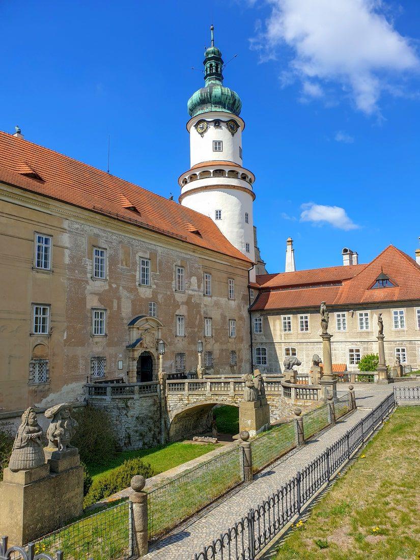 Nowe miasto nad Metują zamek, atrakcje