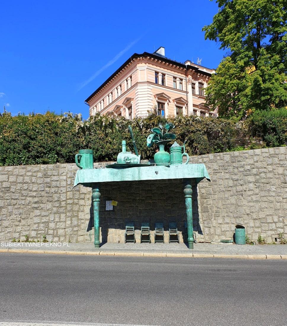 Liberec przystanek rzeźba Uczta Olbrzymów
